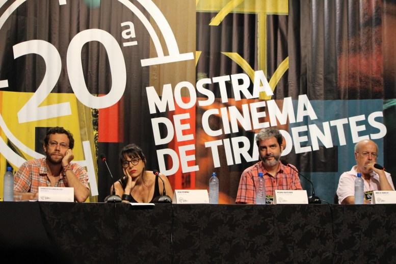 """Mesa de Debate do Filme: """"Modo de Produção"""""""
