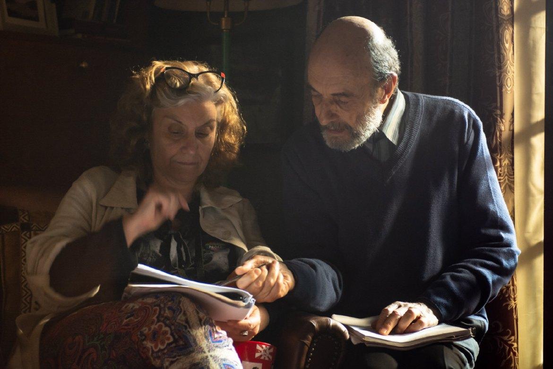 """A diretora Ana Luiza Azevedo e o ator Jorge Bolani no set de """"Aos Olhos de Ernesto"""" - Foto: Fabio Rebelo"""