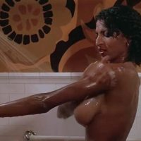 FRIDAY FOSTER 1975 ‣ Blaxploitation/Misterio ‣ 1h 30m | V.O. +18 | Cuando Apollo Creed desnudo a Pam Grier