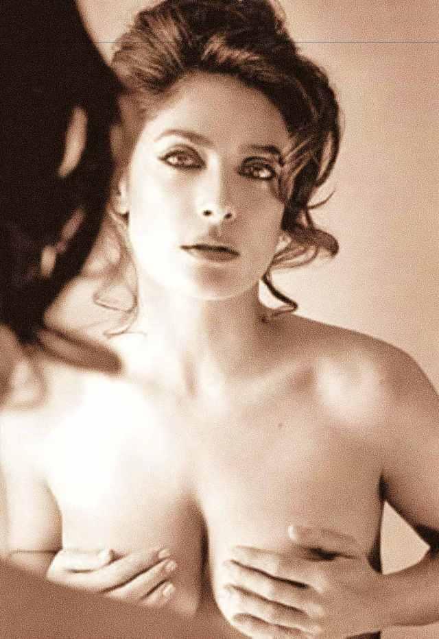 Salma Hayek al desnudo como Ajak en 'LOS ETERNOS' de Marvel