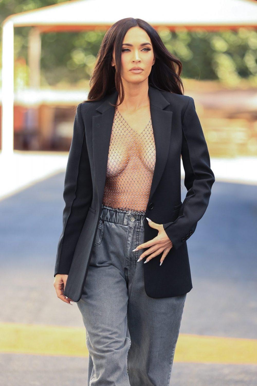 Megan Fox al desnudo antes de Aurora | Tetas fuera