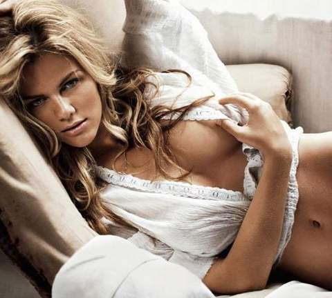 Brooklyn Decker sexy.