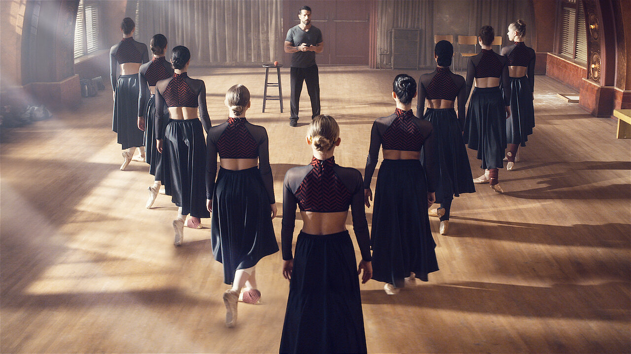 Tiny Pretty Things : un teen drama superficiel dans l'univers impitoyable  de la danse - CineReflex
