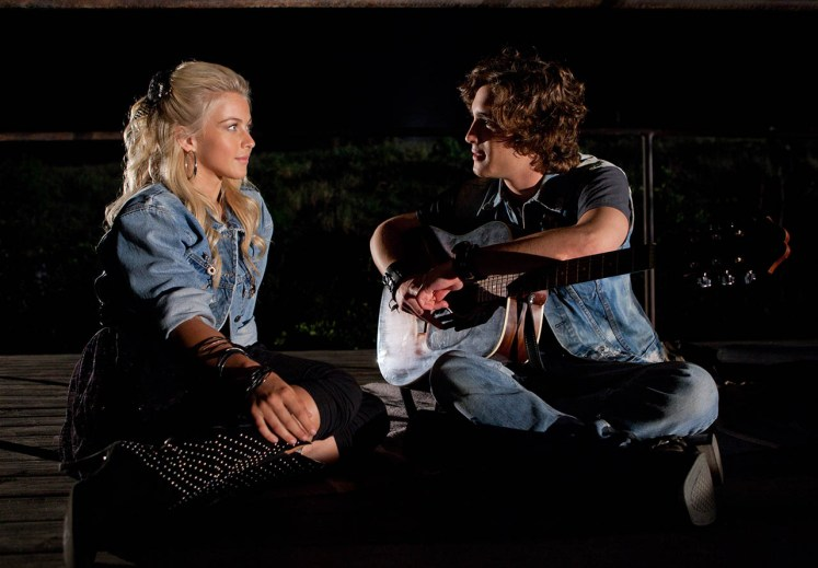 foto-julianne-hough-y-diego-boneta-en-la-era-del-rock-rock-of-ages-3-313