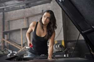 Michelle Rodriguez in un'immagine di Fast and Furious 6