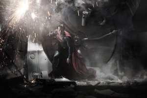 Henry Cavill in un'immagine da L'uomo d'acciaio