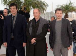 Benicio Del Toro, Arnaud Desplechin e Mathieu Amalric   © Samir Hussein/Getty Images