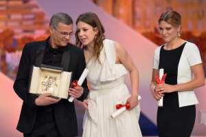 Abdellatif Kechiche, Lea Seydoux e Adele Exarchopoulos | © ALBERTO PIZZOLI/Getty Images