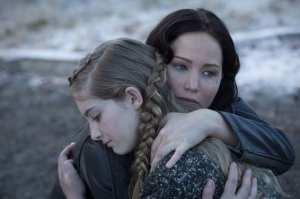 Katniss e Prim in un'immagine di Hunger Games: La ragazza di fuoco