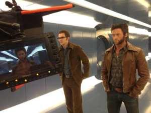 Hugh Jackman (Wolverine) e Nicholas Hoult (Dr. Hank McCoy/Bestia) sul set di X-Men: Giorni di un futuro passato