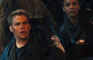 Chris Pine e Zoe Saldana in Into Darkness - Star Trek