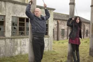 Bruce Willis e Mary-Louise Parker in un'immagine di Red 2