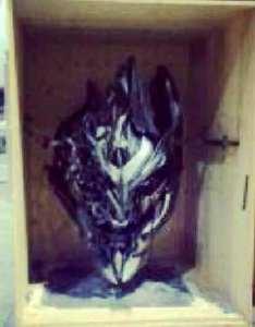 """La testa danneggiata  di Megatron, il cattivo di """"Transformers 4"""""""