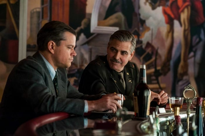 "Matt Damon e George Clooney in ""Monuments Men"""
