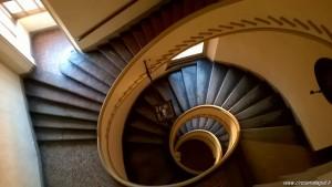 Bologna, Palazzo Isolani, scala ellittica a imbuto irregolare