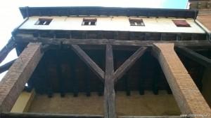 Bologna, Corte Isolani, porticato in legno