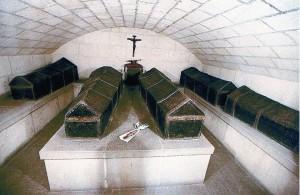 Cattedrale di Granada, cripta con i sarcofaghi (a destra) di Giovanna e Filippo il Bello