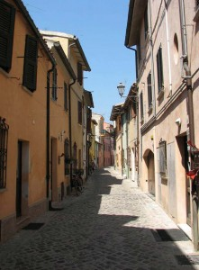 Fano, centro storico, via del Vasaro, quartiere Piatlét