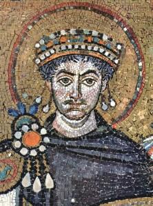 Giustiniano raffigurato in un mosaico nella Basilica di San Vitale a Ravenna