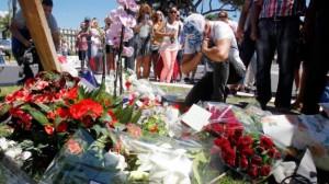 Fiori nel luogo della strage di Nizza 2016