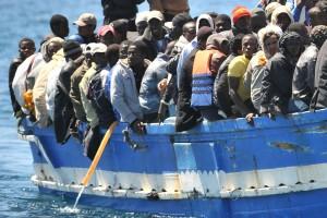 Barcone di migranti approda a Lampedusa, fonte ANSA