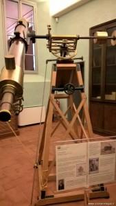 Bologna, Specola, antico telescopio a lenti