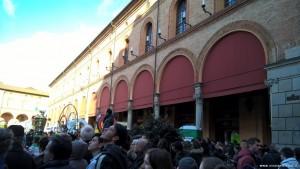 Imola, Palazzo Sersanti ex Riario e Piazza Matteotti durante il Carnevale dei Fantaveicoli