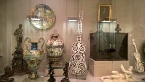 Modena, Galleria Estense, chitarre in marmo ed altre preziosità