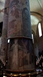 Piacenza, Duomo, interno, colonna affrescata