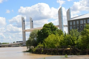 Bordeaux, ponte mobile in movimento