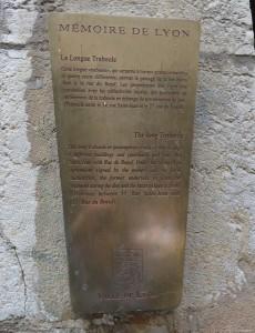 Lione, targa che annuncia presenza Traboule