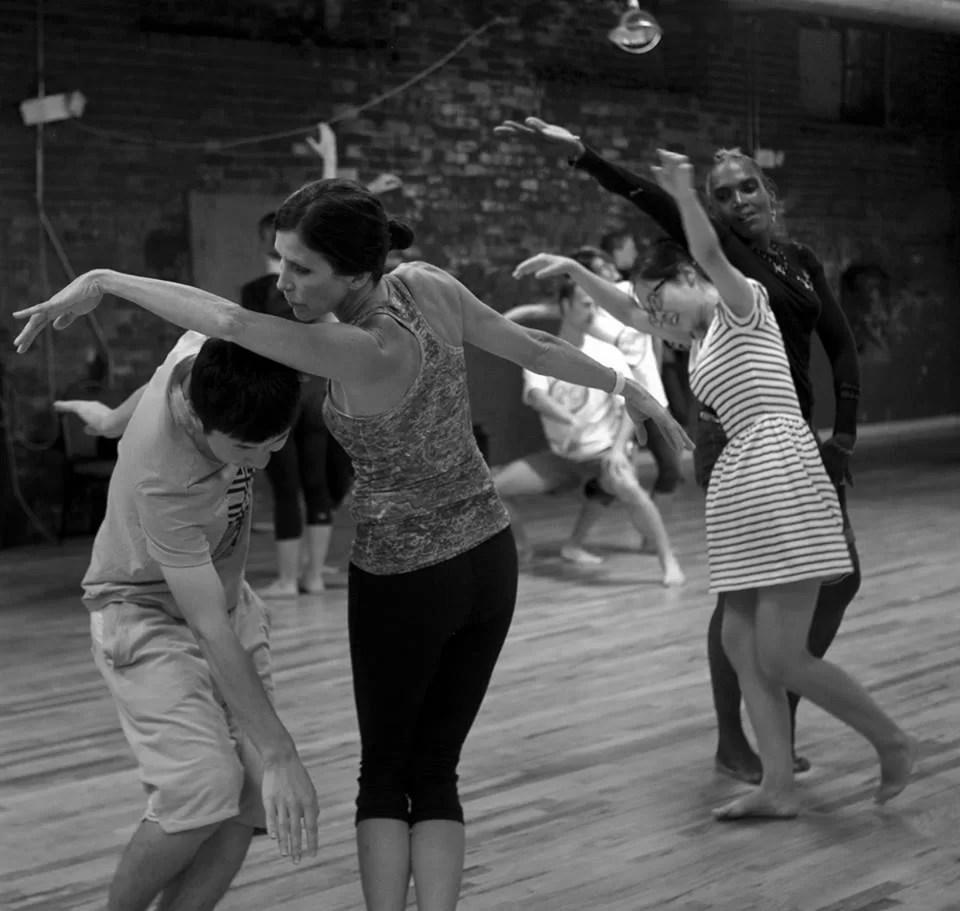 Circle Modern Dance