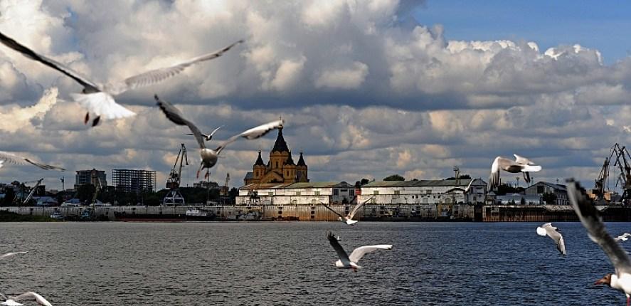 volga71-Photo by James Hill/July 2009-The Volga river at Nizhny Novgorod, where it is joined by the Oka river.