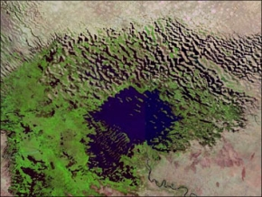 Shrinking Lake Chad. Images courtesy NASA