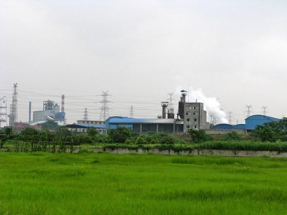 wastewater discharge hunan province heavy metal factory zhuzhou xiangjiang river northern china food water energy Choke Point China Circle of Blue nadya ivanova