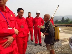 sichuan china shale oil gas industry fracking hydrofracturing fish rice farmland farmer farm petrochina wei 201h3 well
