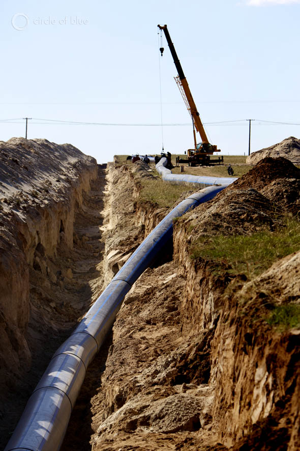 Construction crews install a new water pipeline that will connect to a reservoir near Xilinhot.