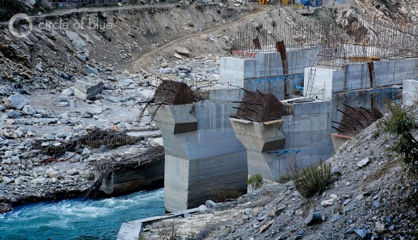 The crush of boulders moving at the speed of a stampede heavily damaged the 99-megawatt Singoli-Bhatwari Hydroelectric Project on the Mandakini River near Okund. Photo: Dhruv Malhotra