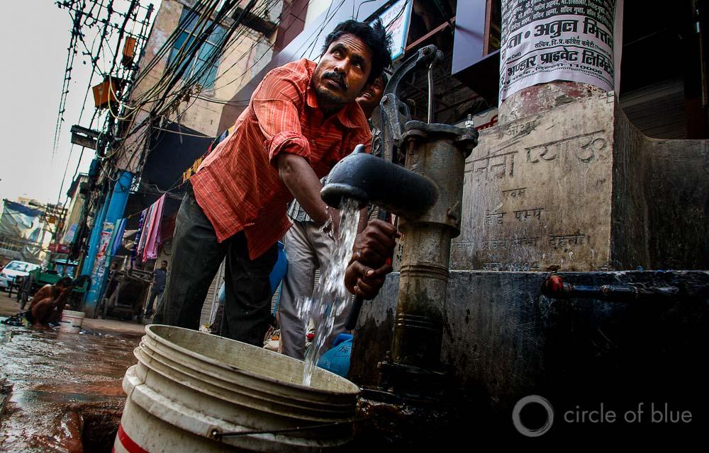 Delhi India water access sanitation slum World Economic Forum global risks report J. Carl Ganter Circle of Blue