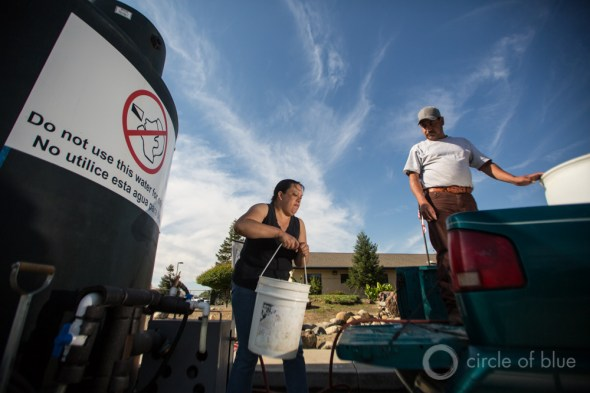 water truck Guillermina Andrade Vicente Tapia California drought Central Valley Tulare County East Porterville dry well water depot drinking water crisis J. Carl Ganter Circle of Blue