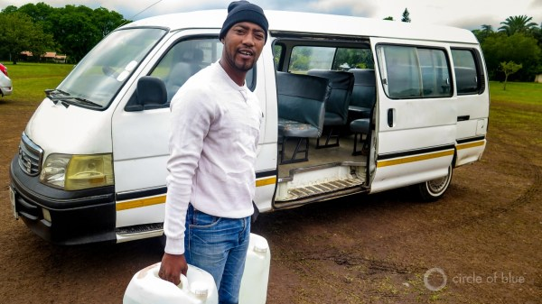2016-01-South-Africa-1-KSchneider_Getting-water-from-well