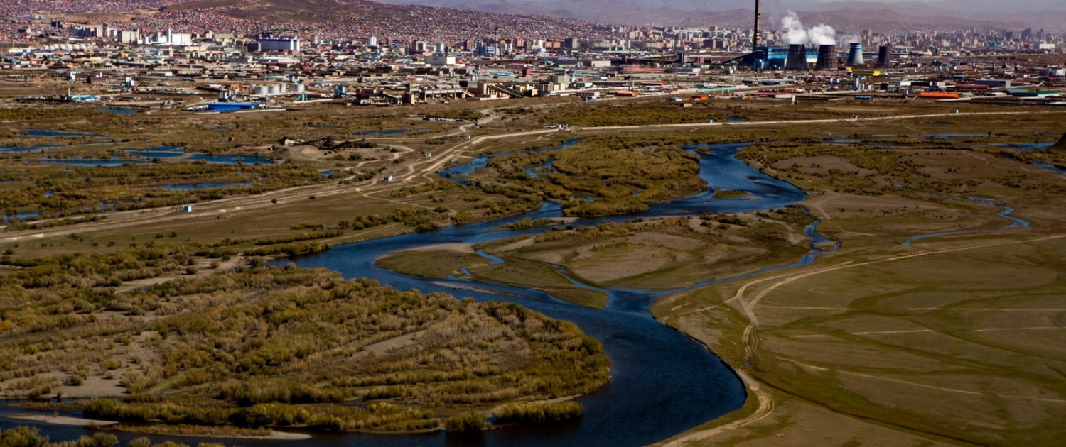 The Tuul River snakes by a coal plant in Ulaanbaatar, Mongolia. Photo © J. Carl Ganter / Circle of Blue