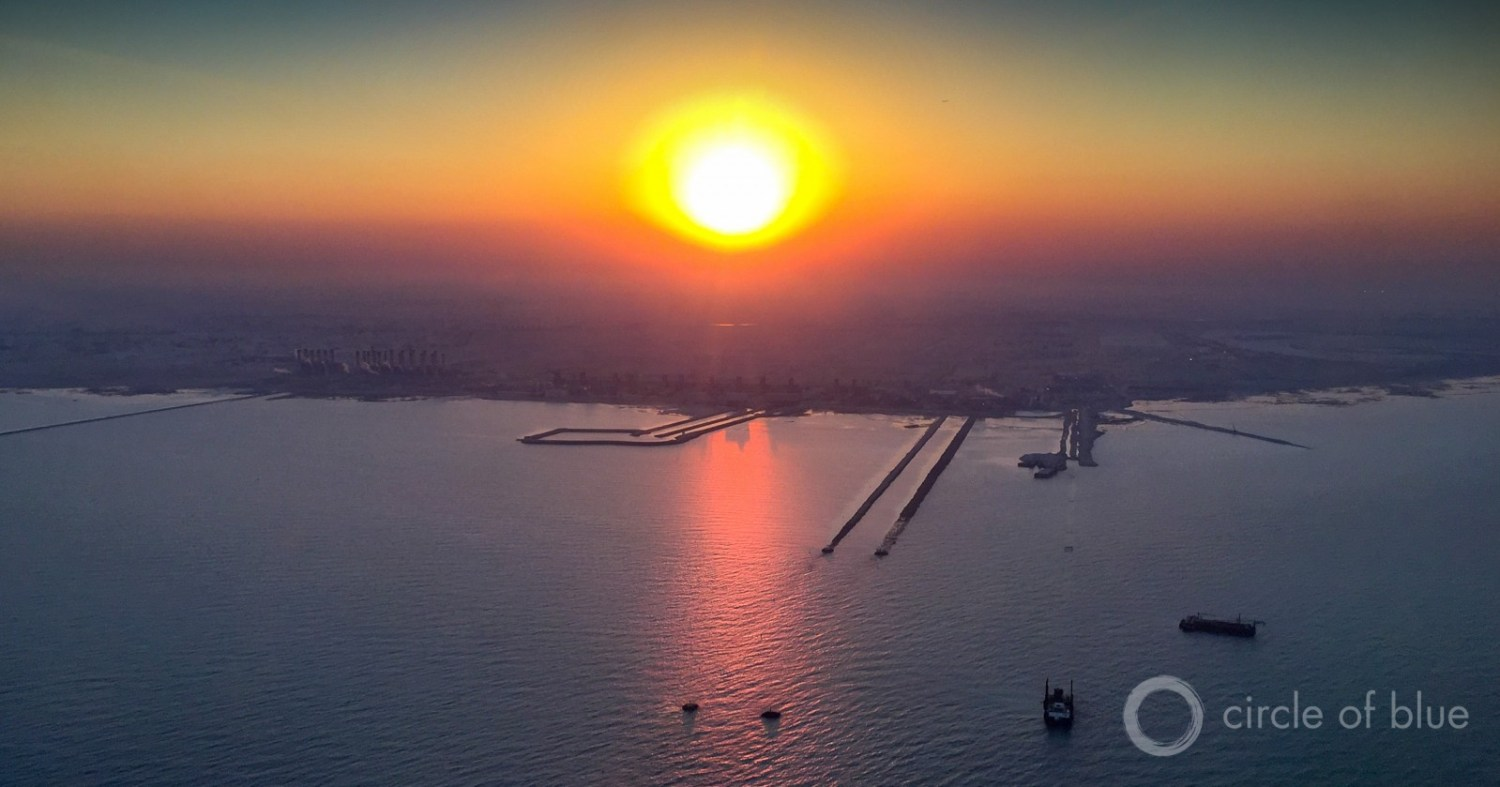 A nuclear accident at new plants in the United Arab Emirates could contaminate the Arabian Gulf and strand desalination plants like this one in Qatar that converts Arabian Gulf seawater to drinking water. Photo © J. Carl Ganter / Circle of Blue
