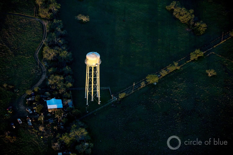 A water tower rises above a town near San Antonio, Texas. Photo © J. Carl Ganter / Circle of Blue
