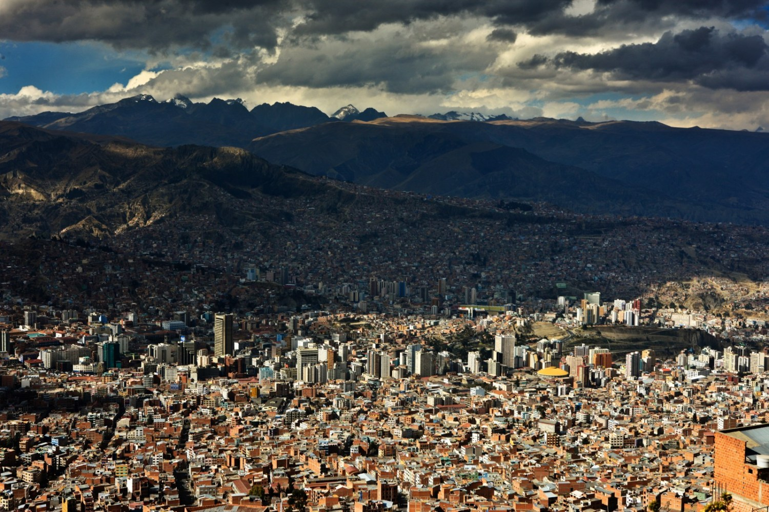 Water shortages in Bolivia forced officials to begin rationing supplies in La Paz, a metropolitan area home to more than 2 million people. Photo courtesy Cliff Hellis / Flickr Creative Commons.
