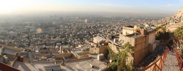https://upload.wikimedia.org/wikipedia/commons/2/2c/Damascus_Panorama.jpg