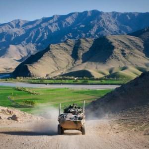 https://upload.wikimedia.org/wikipedia/commons/4/43/ASLAV_in_Afghanistan_during_early_2011.jpg