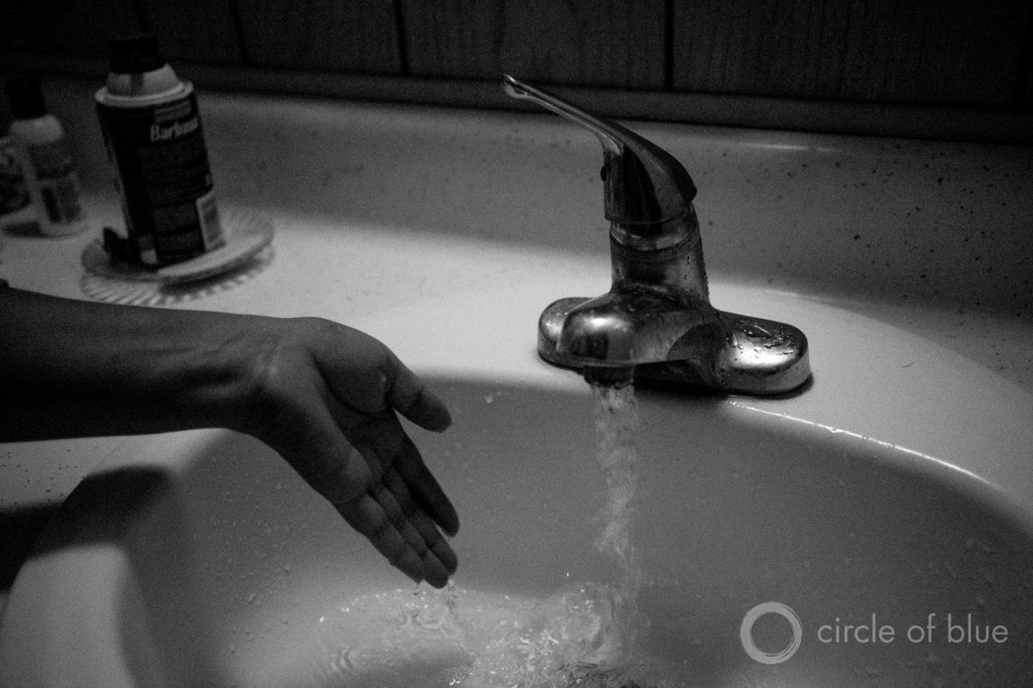 Gabriela Rodriguez prepares to give her baby a bath at their home in Kettleman City, in California's San Joaquin Valley. Many residents of this small farmworker community fear their water supply after a rash of defects struck the town. Photo © Matt Black for Circle of Blue