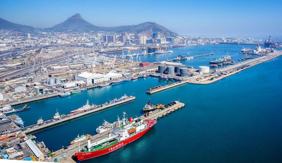 https://commons.wikimedia.org/wiki/File:Port_of_Cape_Town.jpg