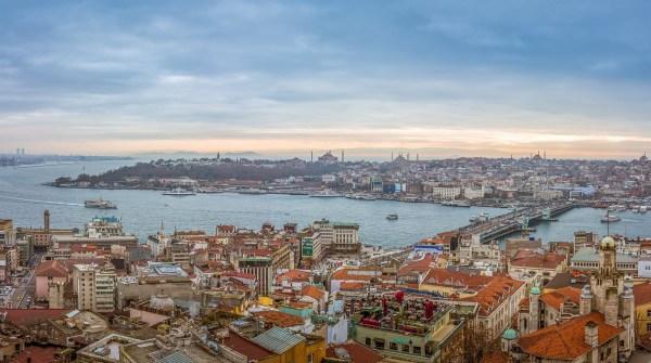 https://commons.wikimedia.org/wiki/File:Istanbul_panorama_(16293921746).jpg
